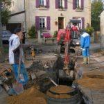 Pose d'une nouvelle conduite rue de la Fontaine, afin de raccorder les habitations branchées sur la conduite longeant le ruisseau qui sera neutralisée. (conduite affaissée et détériorée)